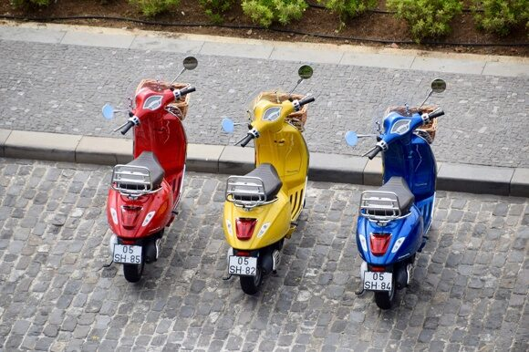 mopeds-3798183_1920